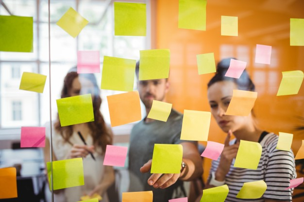 business-executives-reading-sticky-notes_1170-1812
